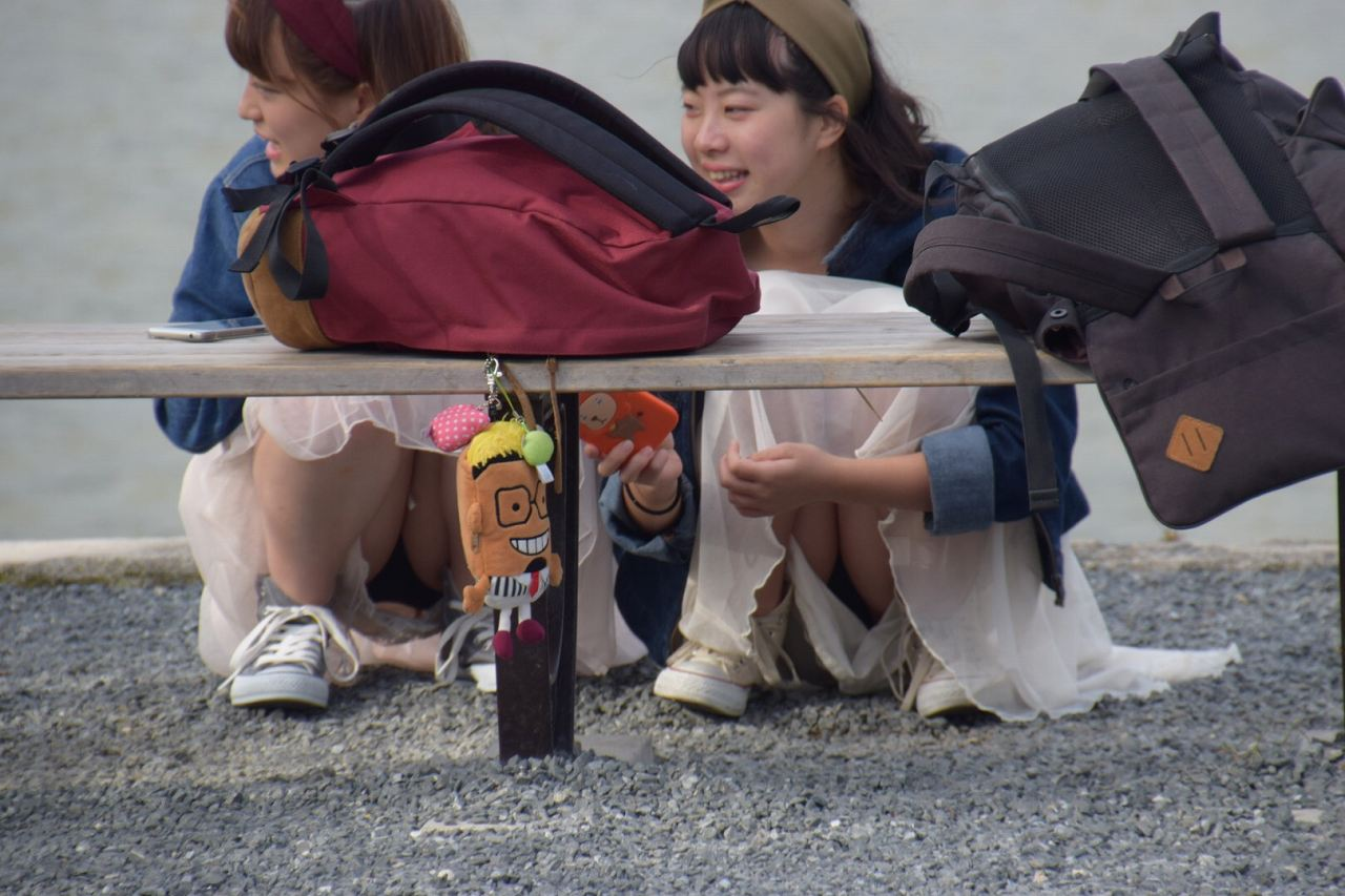 街中の様々な場所で偶然見つけたパンチラを撮影したエロ画像