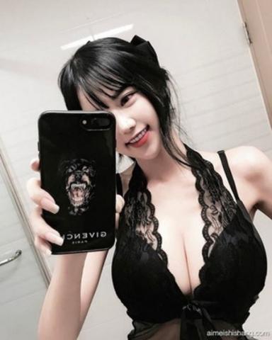 台湾の純粋系美10代小娘&ボイン系モデル写真☆自撮りにミズ着www