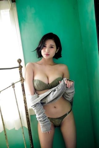 (写真)美巨乳すぎるリポーターさん、美巨乳を全開にしてしまうwwwwwwwwwwwww