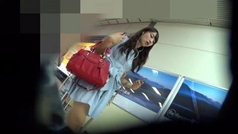 【エロ画像】地下街や地下鉄に潜むヘンタイさんが→綺麗なお姉さんの後をつけ狙って隠し撮りしたと思われる映像入手★
