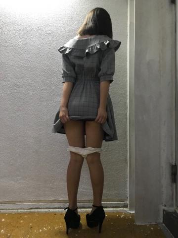 街の至ところで服脱いで快楽えてる露出癖のある女さんが意外と多いという事実・・証拠がこちら!