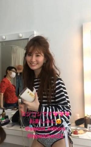 小嶋陽菜、マン肉見えてる動画をうっかり誤爆してしまうwww【エ□画像30枚】