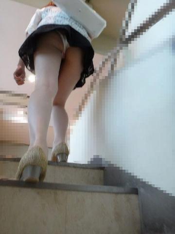 逆さ撮りパ○チラ写真80枚 下から見上げる女の股間