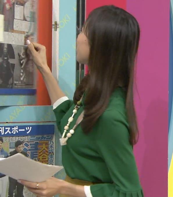 笹川友里 緩めの服でもエロい横乳キャプ画像(エロ・アイコラ画像)