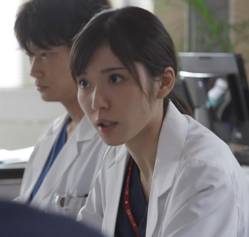 松岡茉優 女医姿キャプ画像(エロ・アイコラ画像)