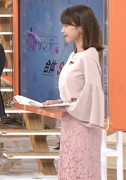 加藤綾子 ゆったりとした衣装でも横乳が目立つ画像画像