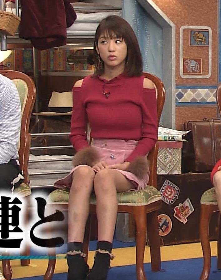 岡副麻希 ニットおっぱいくっきり♡ミニスカ太ももキャプ画像(エロ・アイコラ画像)