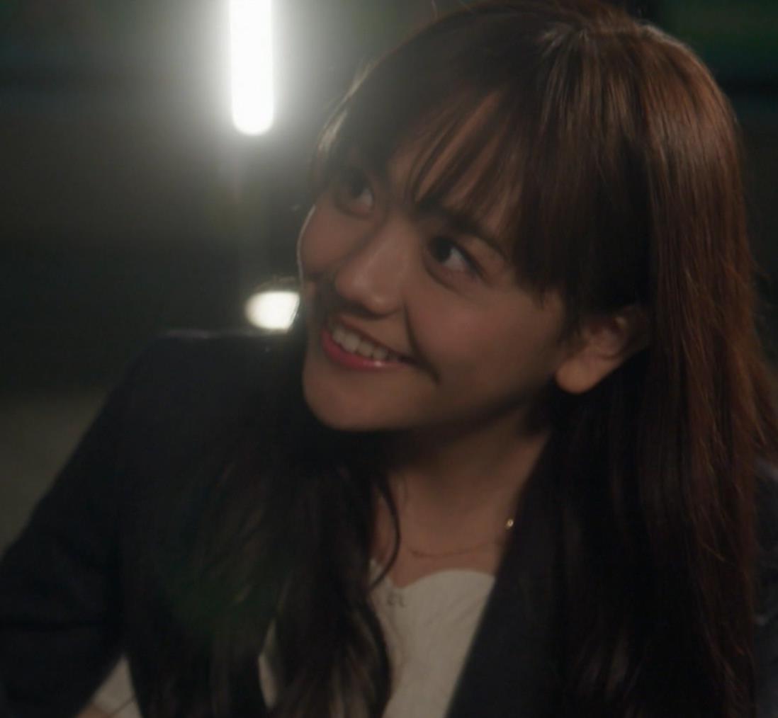 松井愛莉 太もも画像5