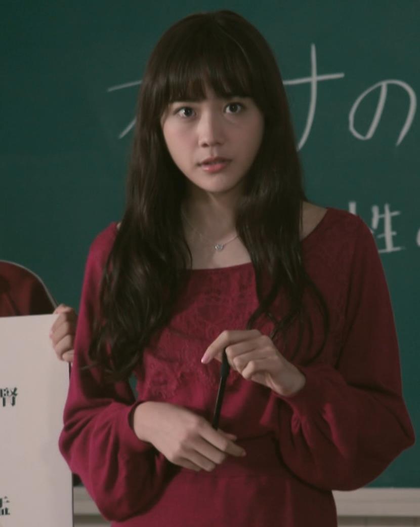 松井愛莉 太もも画像8