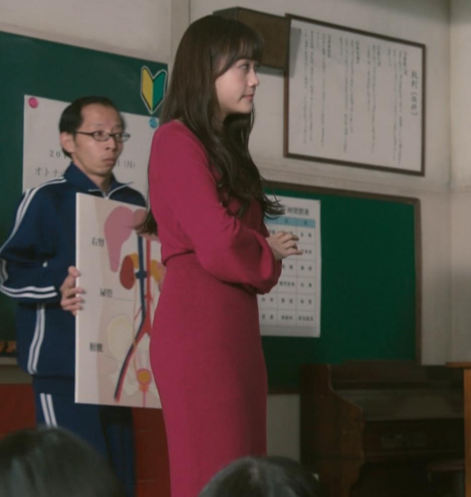 松井愛莉 太もも画像9