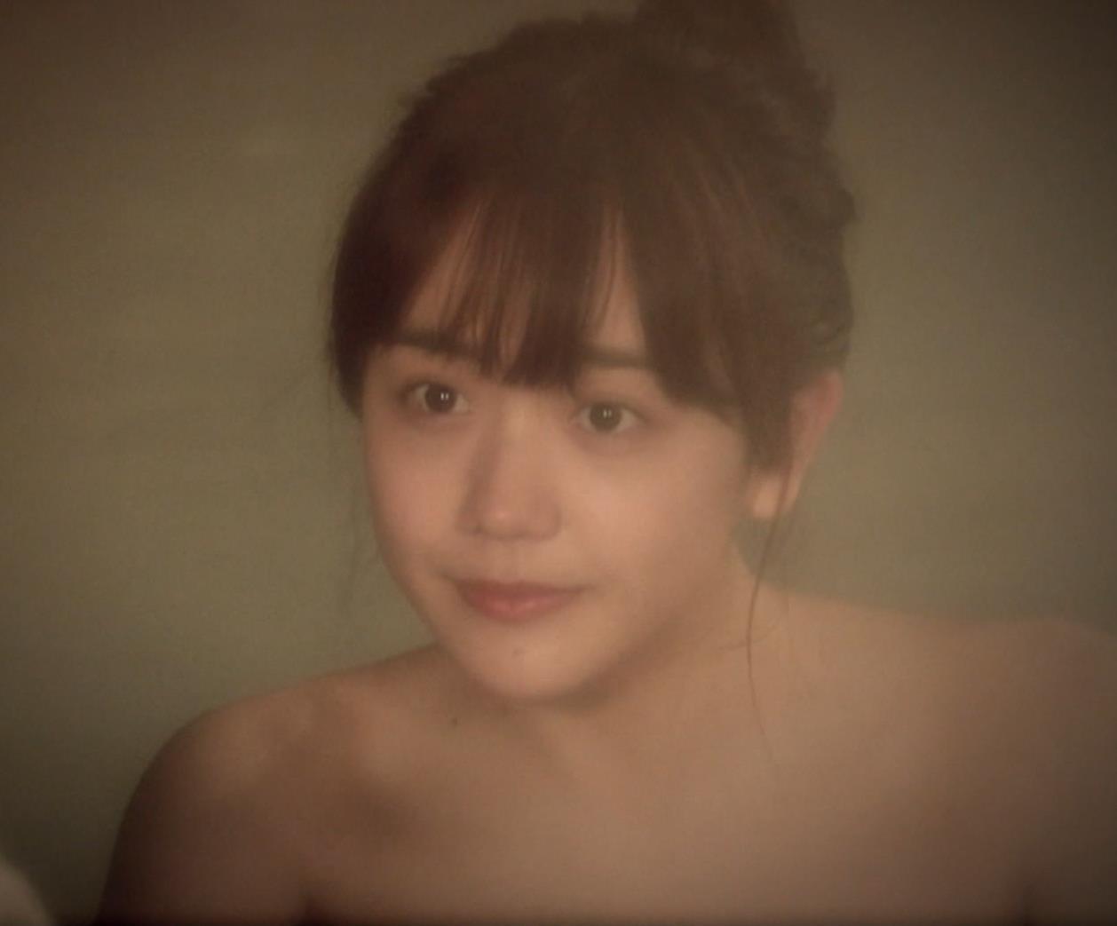 松井愛莉 太もも画像10