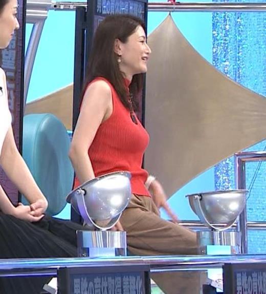 山口真由 ピチピチニット巨乳・横乳キャプ画像(エロ・アイコラ画像)