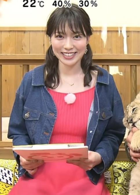 阿部華也子 巨乳が目立つニットのワンピースキャプ・エロ画像4