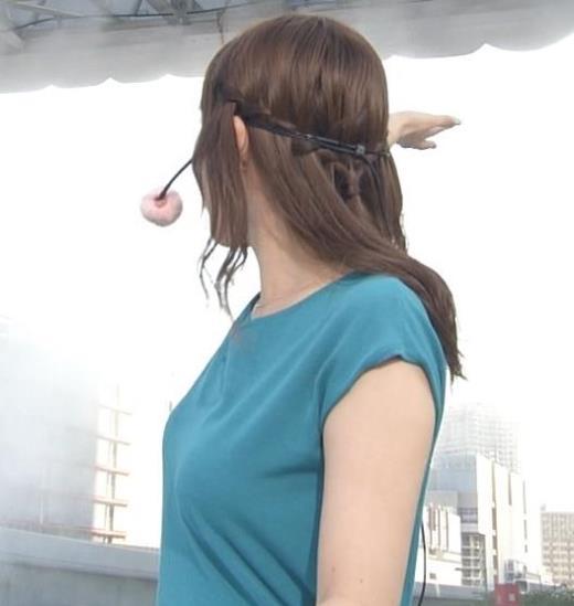 阿部華也子 後ろを向いた時の横乳がエロいキャプ画像(エロ・アイコラ画像)