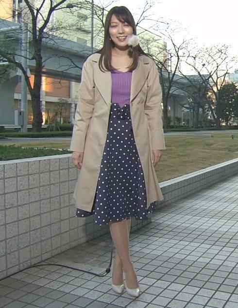 阿部華也子 ニット乳 コートを着た時の胸元の露出がエロいキャプ・エロ画像2