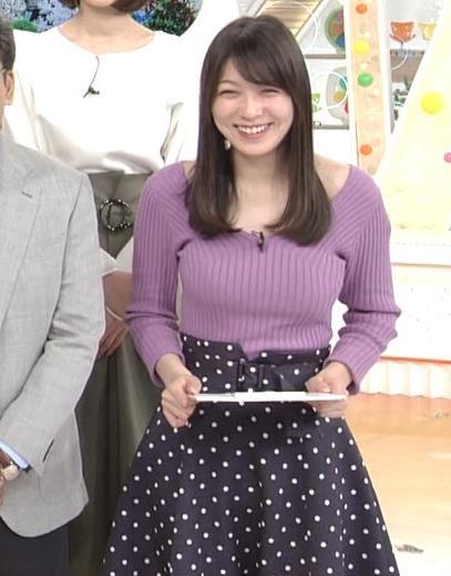 阿部華也子 ニット乳 コートを着た時の胸元の露出がエロいキャプ・エロ画像5