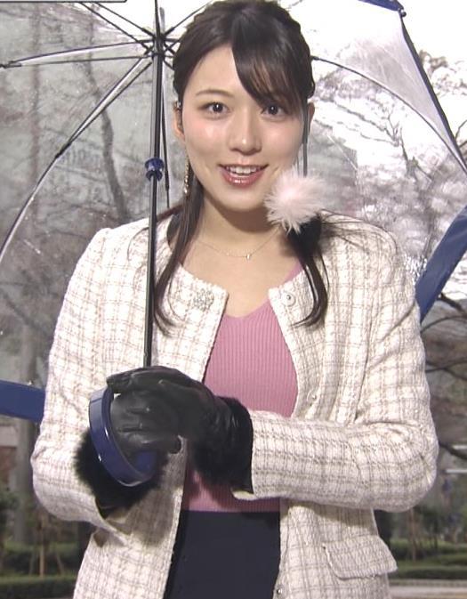 阿部華也子 コートの下のニットおっぱいがエロく見えてしまうキャプ・エロ画像7