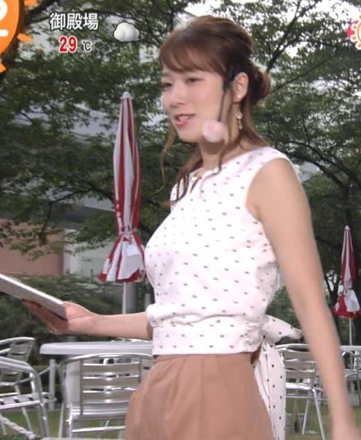 阿部華也子 でかい横乳がエロいキャプ画像(エロ・アイコラ画像)