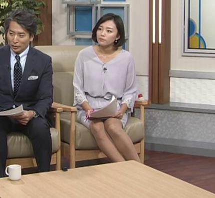 阿部優貴子アナ ミニスカ美脚キャプ・エロ画像2