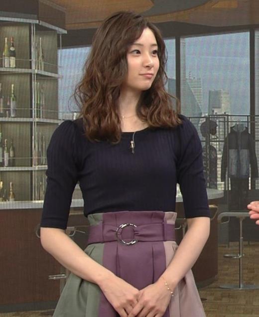 足立梨花 NHKでのニットおっぱい♡キャプ画像(エロ・アイコラ画像)