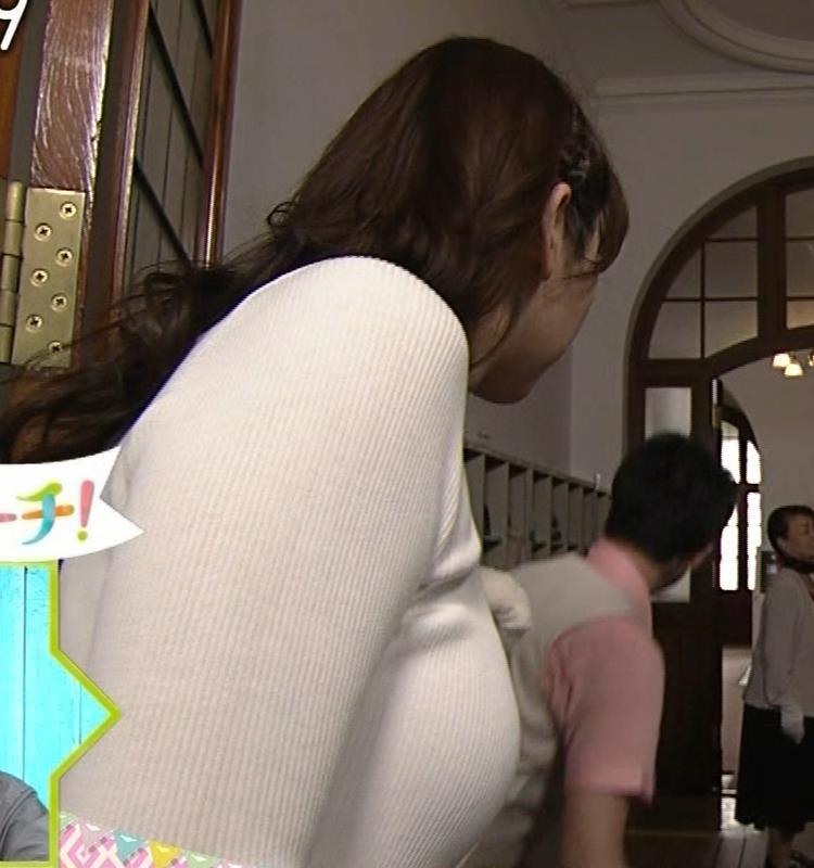 愛原実花 ニット巨乳横乳がアップで撮られるキャプ・エロ画像2