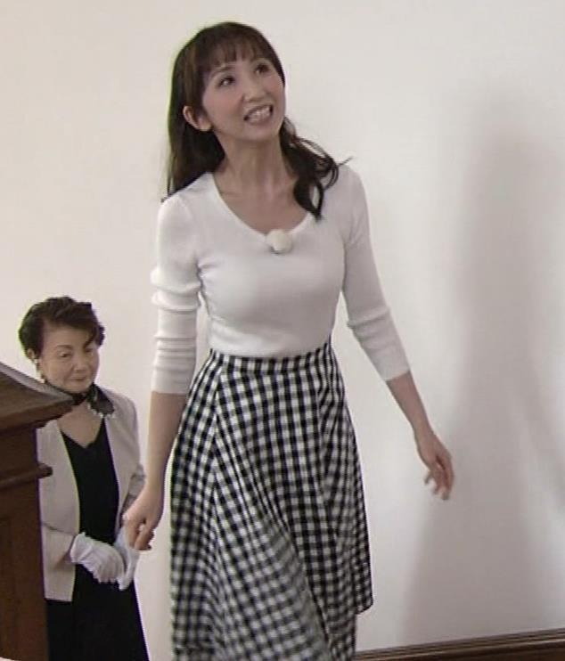 愛原実花 ニット巨乳横乳がアップで撮られるキャプ・エロ画像9