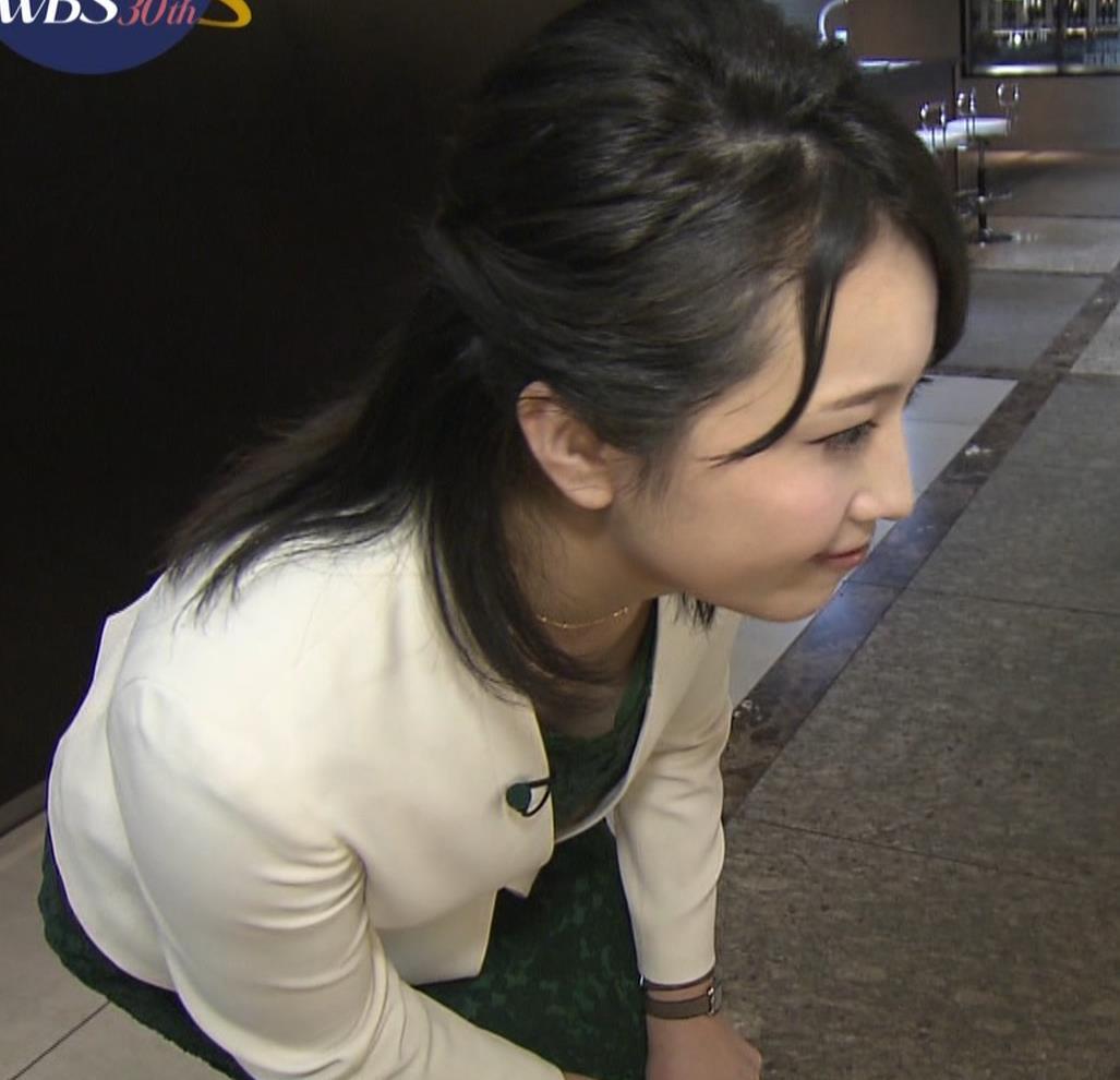 相内優香アナ 前かがみ胸ちらサービスキャプ・エロ画像3