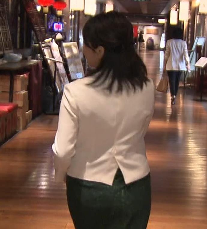 相内優香アナ 前かがみ胸ちらサービスキャプ・エロ画像8