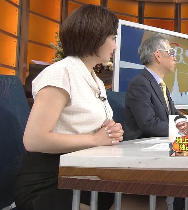 相内優香アナ スカートのスリットから太ももが見えちゃったキャプ・エロ画像3