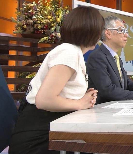相内優香アナ スカートのスリットから太ももが見えちゃったキャプ・エロ画像4