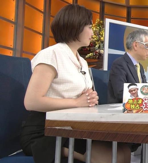 相内優香アナ スカートのスリットから太ももが見えちゃったキャプ画像(エロ・アイコラ画像)