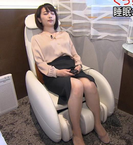 相内優香アナ スカートのスリットが開いて▼ゾーンちらキャプ画像(エロ・アイコラ画像)