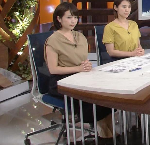 アナ 胸元が開いててエロいキャプ・エロ画像