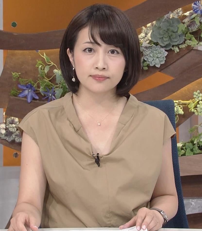 アナ 胸元が開いててエロいキャプ・エロ画像3