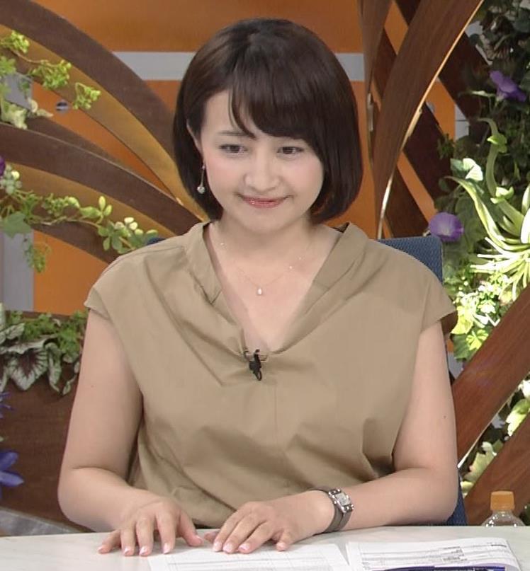 アナ 胸元が開いててエロいキャプ・エロ画像4