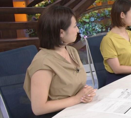 アナ 胸元が開いててエロいキャプ・エロ画像6