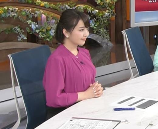 相内優香アナ 自分でおっぱいを押しつぶすキャプ・エロ画像4