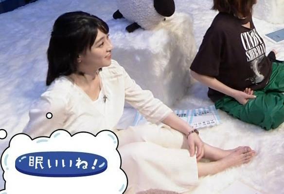 赤木野々花アナ かわいい体育座り。珍しい女子アナの足裏キャプ・エロ画像4