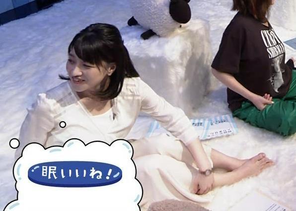 赤木野々花アナ かわいい体育座り。珍しい女子アナの足裏キャプ・エロ画像5