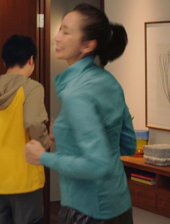 杏 パツパツ横乳キャプ・エロ画像4