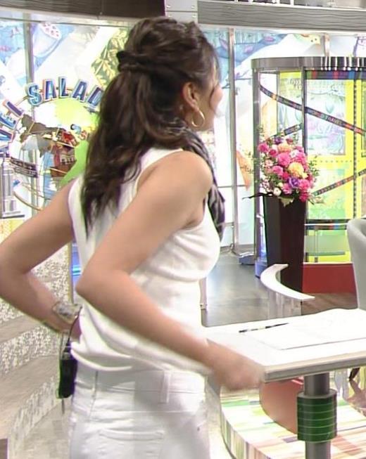 青木愛 ノースリーブの横乳がエロ過ぎキャプ画像(エロ・アイコラ画像)