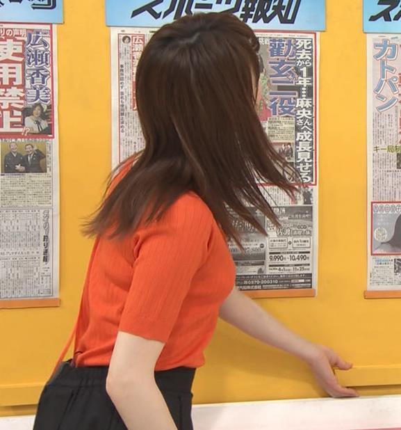 新井恵理那 クッキリ!ニット横乳キャプ・エロ画像4