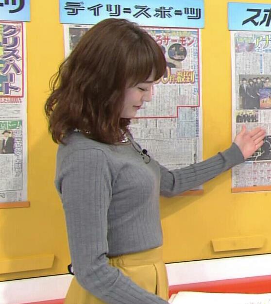 新井恵理那アナ 上向き寄せ上げおっぱいキャプ・エロ画像