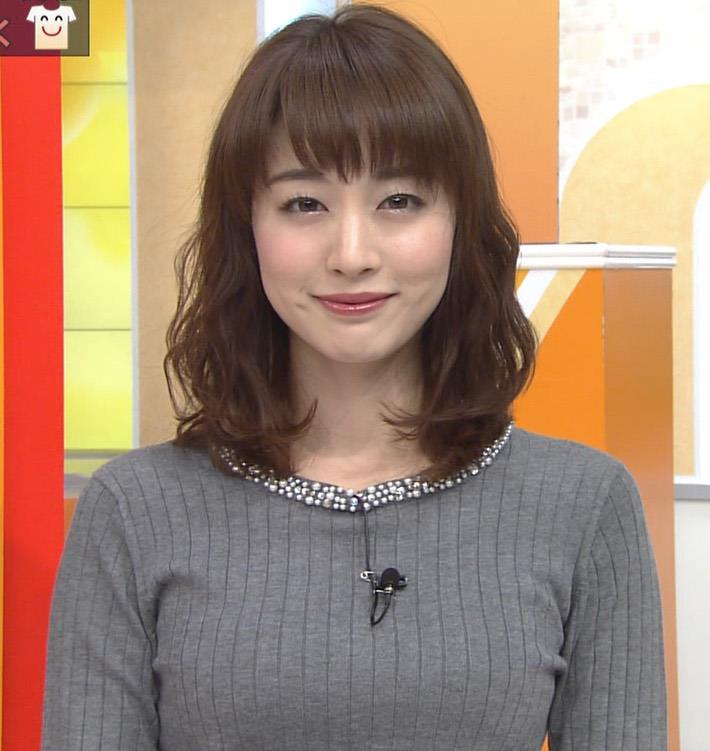 新井恵理那アナ 上向き寄せ上げおっぱいキャプ・エロ画像5