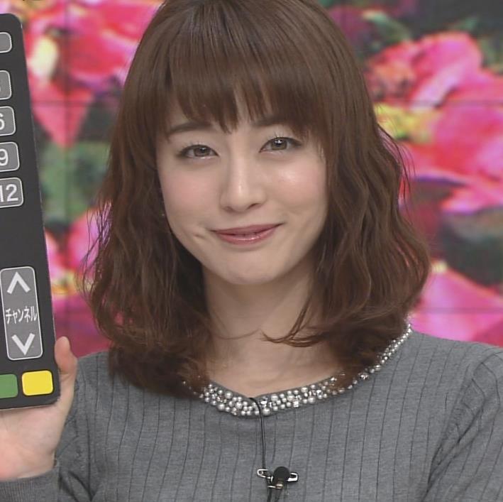 新井恵理那アナ 上向き寄せ上げおっぱいキャプ・エロ画像8