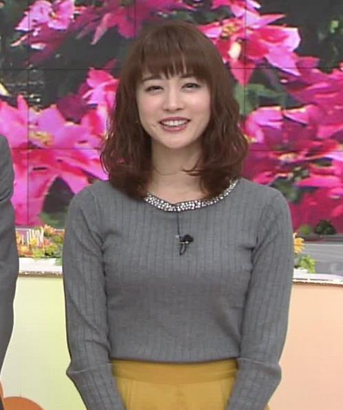 新井恵理那アナ 上向き寄せ上げおっぱいキャプ・エロ画像9