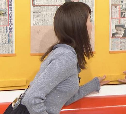 新井恵理那 いつにもまして、ニットおっぱいが大きいキャプ画像(エロ・アイコラ画像)