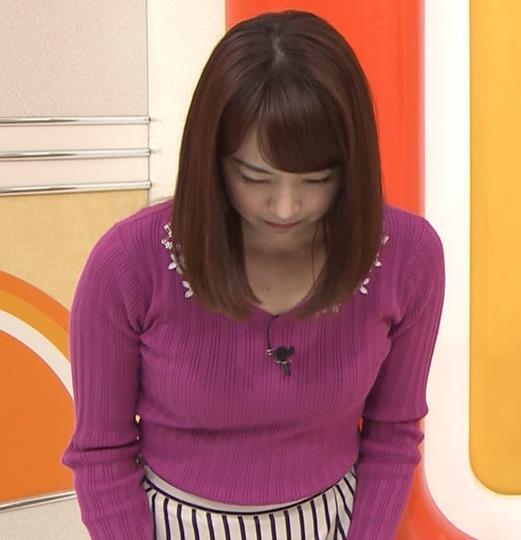 新井恵理那アナ 上向きニット横乳!キャプ・エロ画像2