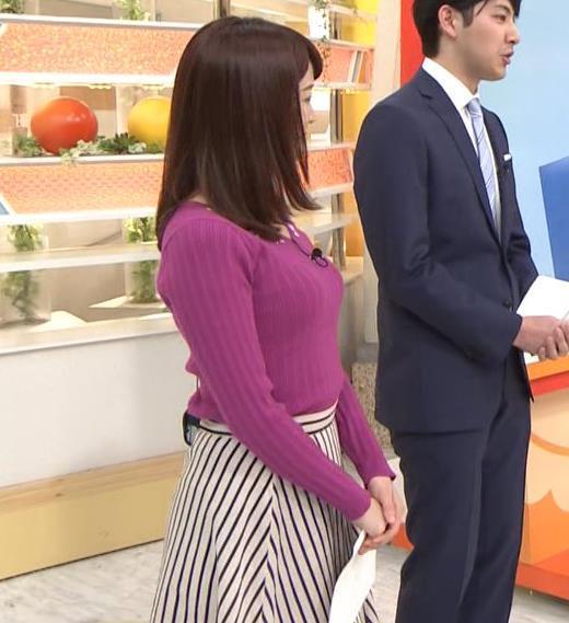 新井恵理那 上向きニット横乳!キャプ画像(エロ・アイコラ画像)