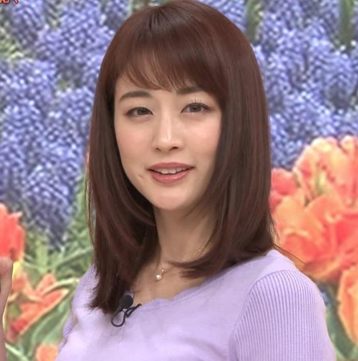 新井恵理那アナ 突き出た横乳キャプ・エロ画像6